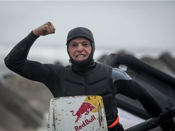 Ruben Lenten is back with Code Red - Megaloop Practice - Kitesurfing News